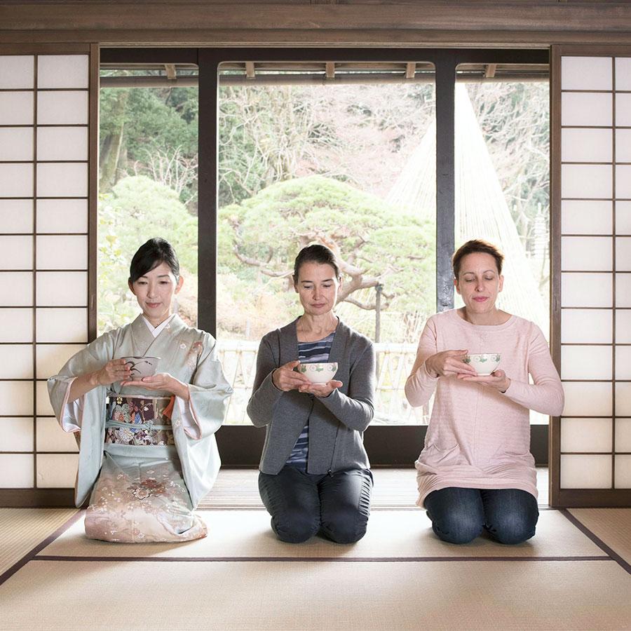 茶道師範による特別な日本文化体験の様子