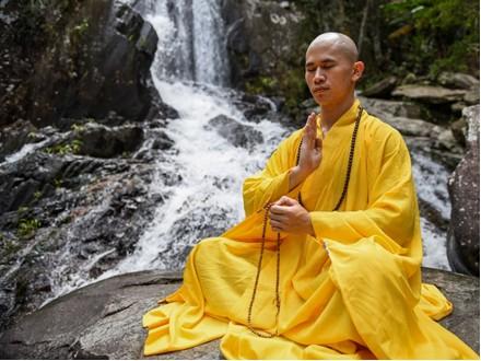 修行をする仏教僧