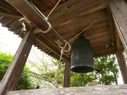 お寺の鐘の写真